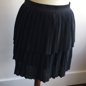Old Navy triple-layered pleated skirt S
